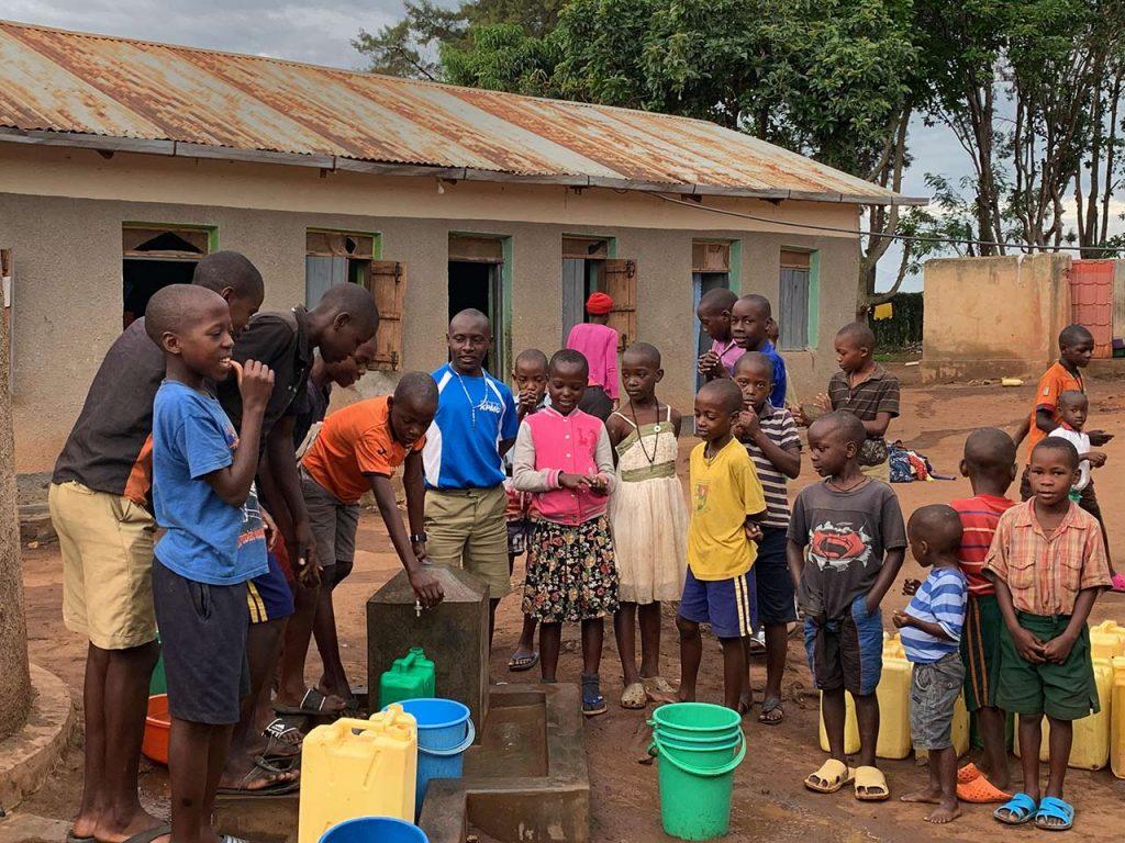 Well4africa - Einweihung eines Wasserleitungssystems in Uganda